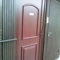 Barna műanyag bejárati ajtó