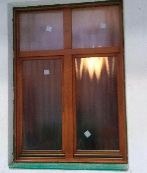 Csincsilla üveges fa ablakcsere