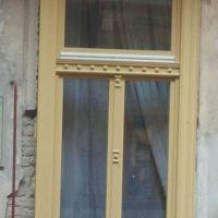 Műemlék fa ablak dísszel