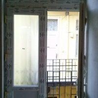 Szimmetrikus műanyag bejárati ajtó