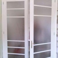 Üveges kétszarnyú ajtó