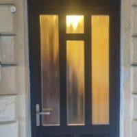 Külltéri bejárati ajtó fa felülvilágítóval