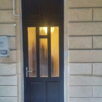 Bejárati ajtó beszereléssel