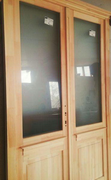 Kétszárnyú fa ajtó