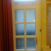 teli üveges fa bejárati ajtó