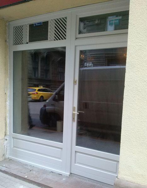 Üzlet bejárati ajtó